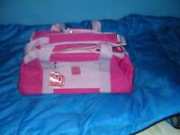 PINK HOLDALL - NEW - NO OFFERS