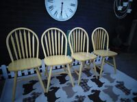 4 SOLID PINE WINDSOR DINING CHAIRS ALL IN EXCELLENT CONDITION 45/43/92 cm £60