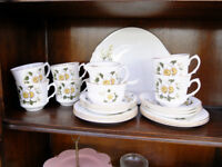 VINTAGE ARKLOW IRISH CHINA TEA SET WHITE MAGNOLIAS/ROSES