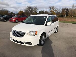 2015 Chrysler Town & Country Touring - MUST SEE VERY CLEAN Belleville Belleville Area image 8