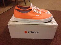 Mens Trainers / Shoes Vans size 10 (orange)