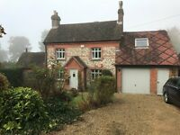 LIVE-IN DOMESTIC COUPLE FOR GARDENING AND LIGHT DOMESTIC DUTIES- BEAUTIFUL COTTAGE Buckinghamshire