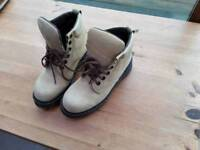 DR MARTENS BOOTS AIR WEAR SIZE 7 SOFT NUBUCK LEATHER WORN A FEW TIMES ONLY UNISEX