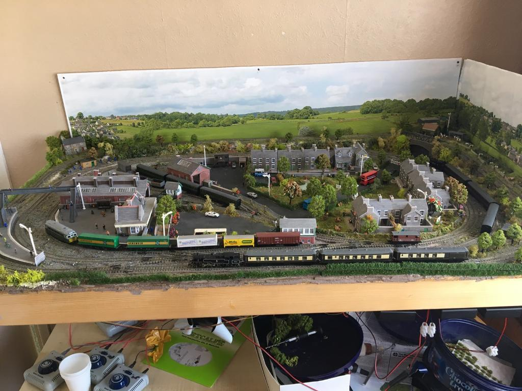 N Gauge Model Railway Layout Trains And Carriages In