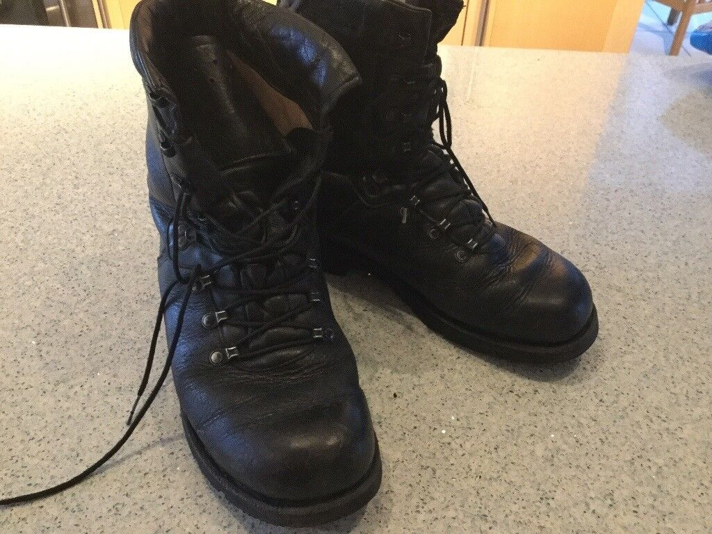 Men's army leather black boots size 8 Good clean condition