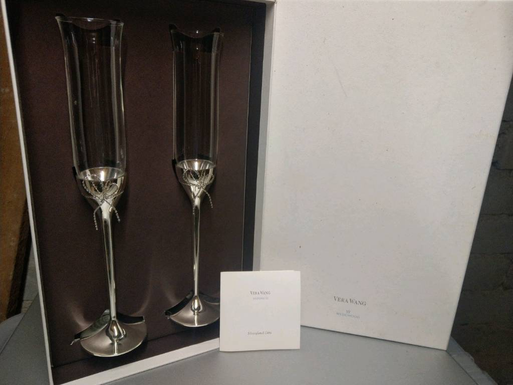 Vera Wang champagne flutesin Peterculter, Aberdeen - Brand new in box. As shown. Would make a great wedding present or graduation gift
