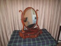 Victorian Dressing Table/ Toilet mirror. Mahogany with serpentine drawer fronts