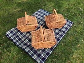 picnic basket / hamper