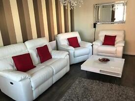 Nearly new beautiful 3 piece leather suite