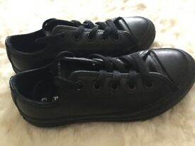 Black leather converse. Child's Size 11. EUR 28.5