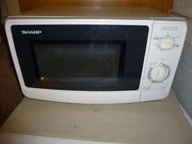 SHARPS 800W MICROWAVE COOKER.