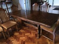 Traditional Dining room table with 6 chairs