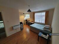 1 bedroom in Floor, London, N15 (#1104899)