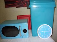 14 SMALL KITCHEN APPLIANCES BLUE AT A BARGAIN PRICE OF £50