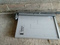 Guillotine takes A4 and A6 paper very sharp heavy and in very good condition good working order