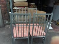 BEAUTIFUL SMALL GLASS DINING ROOM TABLE & 4 MATCHING CHAIRS