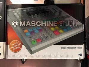 Native InstrumentsMaschine Studio Groove Production System (Black)