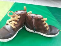 Boys shoes 6.5 F from Clarks