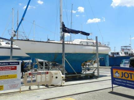 Duncanson 35 1970s family cruising yacht, needs restoration