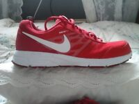 Mens Nike Air Relentless 4 size 7.5 Red/White