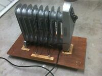 Mini oil filled radiator – 1,000 W - on a stable stand