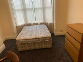 Rooms to rent in shared house Noel Stret (No deposit or Agency Fees)