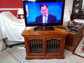 tv unit plus 32 inch samsung tv