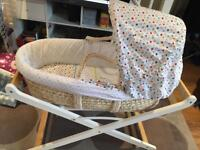Mose basket and stand + extra bedding