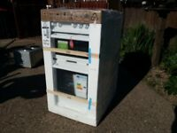 MUST GO! REDUCED TO £150 ! BRAND NEW ELECTRIC COOKER- NEW WORLD NW50ET WHI STILL IN PACKAGING