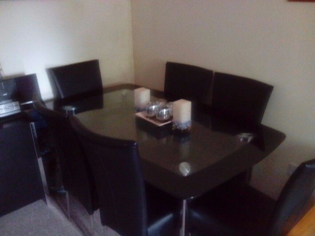 Black Glass Boat Dining Table with 6 Chairs Very Good Condition