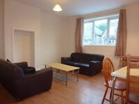 AMAZING THREE BED FLAT AVAILABLE ON ALBANY ROAD! £900 PCM! AVAILABLE 1ST SEPTEMBER!