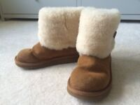 UGG BOOTS - GIRLS SIZE 2