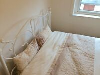 2 Fantastic double rooms available 5 mins to Southmead host