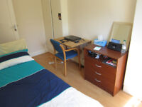 £330 / w - One bedroom flat inclusive of gas and water bills, W14
