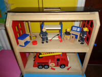 FIRE STATION, JON CRANE SOLID WOODEN PLUS FIRE ENGINE