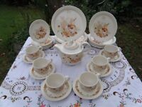 31 PIECE SET POOLE POTTERY SUMMER GLORY PLATES CUPS SAUCERS TEA POT VERY GOOD CONDITION