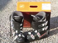 Ski Boot Nordica Dobermann Team 60 size 5 (MP 250). At this Price, why hire?