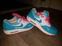 Nike air max' s size 3.5