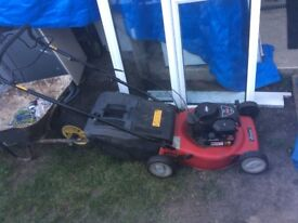 **SOVEREIGN**PETROL SELF PROPELLED LAWN MOWER**BRIGGS AND STRATTON ENGINE**GOOD WORKING CONDITION**