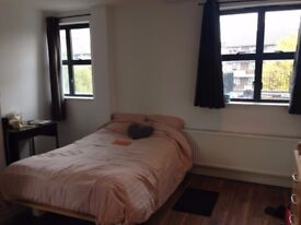 Amazing double room for SINGLE use in Hoxton available from 9/12 for £190pw all included+Free Wifi!