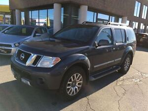 2010 Nissan Pathfinder LE AWD WITH LEATHER & SUNROOF