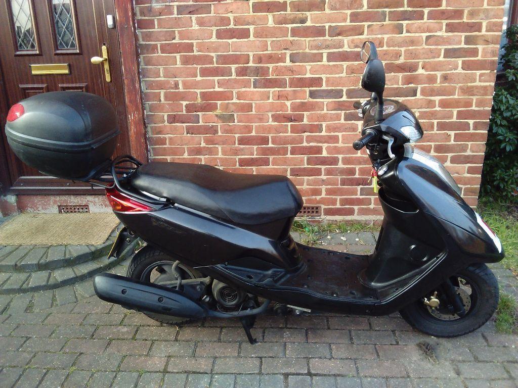 2009 Yamaha Vity XC 125 automatic scooter, 1 year MOT, large top box,