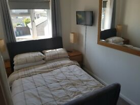 Modern Double room to rent near M40