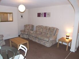 NO AGENCY FEES!! VERY LARGE ONE BEDROOM FLAT WITH OWN COURTYARD GARDEN