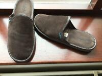 Pair Moshulu Men's Slippers lightly Worn, In As New Condition Size 9.5
