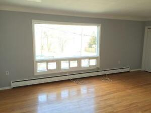 STUDENTS: RENOVATED 2 BED IN QUIET LOCATION! 2- 44 Baiden St