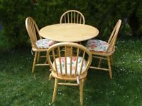 CAN DELIVER - ROUND DROP LEAF TABLE IN VERY GOOD CONDITION