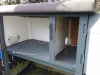rabbit hutch ....very clean and tidy... totally dry ...good condition