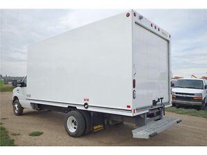 2016 Ford E-450 16 ft Cube Van w/ Unicell Fibreglass, 17,374 KMs Edmonton Edmonton Area image 2
