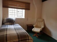 Furnished and comfortable double room to let in the centre of Faringdon Town. Oxfordshire